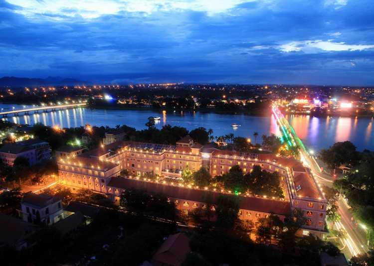 Khách sạn Saigon Morin về đêm nhìn từ trên cao